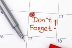Anzeige Don't vergessen im Kalender stockfoto