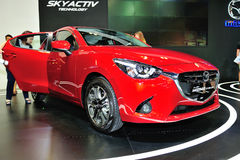 Anzeige Mazda2 während des Singapurs Motorshow 2016 Lizenzfreie Stockfotos
