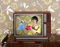 Anzeige tvl Retro- Sonderlinghausfrau-Reinigungsaufgaben lizenzfreie stockfotos