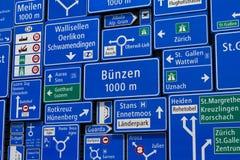 Anzeige von Verkehrsschildern im Schweizer Museum des Transportes in der Luzerne Lizenzfreie Stockfotografie