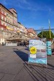 Anzeige zu den populären 6 Brücken-Kreuzfahrten im Duero-Fluss Lizenzfreie Stockfotos