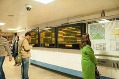 Anzeigeninformationen und -U-Bahn-Plan Stockfotos