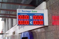 Anzeigetafelaustausch des Bank Experten Nizhny Novgorod Stockfoto