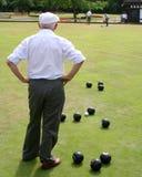 Anziani che giocano le ciotole fotografie stock libere da diritti
