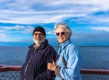 Anziani che godono del lago su crociera Fotografia Stock Libera da Diritti