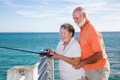 Anziani che pescano insieme Fotografie Stock