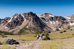 Anziani che Trekking Fotografia Stock