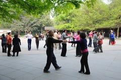Anziani cinesi ballare immagine stock