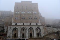 Anziani di degli di Palazzo con nebbia, Ancona, Marche Italia Fotografia Stock