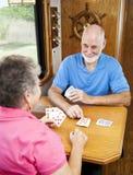 Anziani di rv - giocare Cribbage Immagini Stock