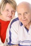 Anziani isolati insieme sul verticale bianco Fotografie Stock Libere da Diritti