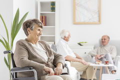 Anziani a stanza comune fotografie stock libere da diritti