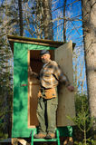 Anziano ad una cabina di caccia Fotografie Stock