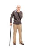 Anziano casuale con una canna di legno nera Fotografia Stock Libera da Diritti