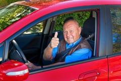 Anziano come driver di automobile Fotografia Stock