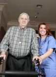 Anziano con l'infermiera sorridente Fotografie Stock