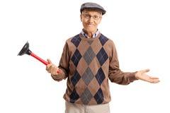 Anziano deludente che tiene un tuffatore immagini stock libere da diritti