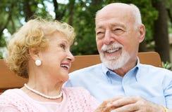 anziano di amore di risata delle coppie Fotografie Stock