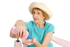 Anziano di estate - protezione di Sun Immagini Stock