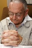 Anziano di preghiera Fotografie Stock Libere da Diritti