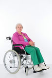 Anziano femminile in sedia a rotelle Fotografie Stock Libere da Diritti
