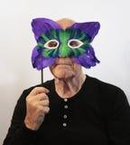 Anziano nella mascherina fotografie stock libere da diritti