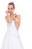 Anziehende hübsche Frauenbraut im weißen Hochzeitskleid Stockbilder