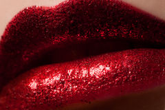 Anziehende Sparkly rote Lippen Stockfotografie