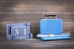 31 août, calendrier carré en bois Photographie stock libre de droits
