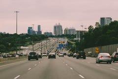 12 août 2018, Canada de Toronto : Photo éditoriale de la route 401 dans la région de Toronto Les 401 est la route la plus occupée photos libres de droits