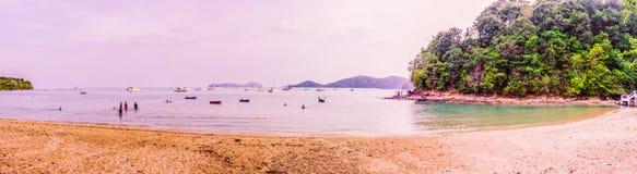 ` Ao彼处的`或彼处的海湾,普吉岛,泰国一个非常美好的全景视图  免版税库存图片