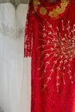 Ao戴和白色婚礼礼服 图库摄影