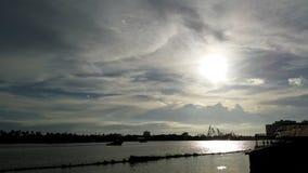 Ao lado do rio Foto de Stock