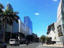 Ao longo da avenida de Makati imagem de stock