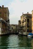 Ao longo das ruas de Veneza Foto de Stock Royalty Free