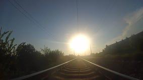 Ao longo das trilhas railway vídeos de arquivo