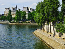 Ao longo do rio Seine, Paris Foto de Stock Royalty Free