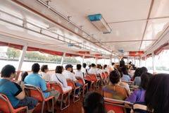 Ao longo no rio de Banguecoque imagem de stock