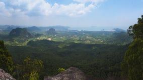 Ao Nang地区,选项Kak吊Nak小山自然痕迹,甲米府,泰国看法  图库摄影