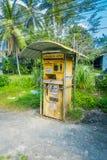 AO NANG,泰国- 2018年2月09日:自动售货机室外看法汽油汽油的在北碧,泰国 库存图片