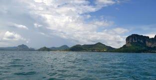 Ao Nang zatoka z Nopparat Thara plażą, Ao Nang plaża Plong i Pai, Wyrzucać na brzeg Obraz Royalty Free