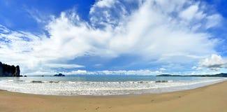 Ao Nang zatoka z Poda wyspą w tle, Tajlandia Zdjęcie Stock