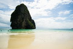 Ao Phra Nang Beach in Railay, Tailandia. stock images