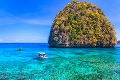 Ao sa ma Lo是潜航的点著名游览盐水湖在发埃发埃海岛泰国 图库摄影