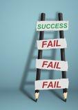 Ao sucesso com as falhas conceito criativo, escada do lápis Fotografia de Stock
