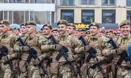 24 août 2016 Kyiv, Ukraine vieux bateau de défilé de marine militaire grand Image stock
