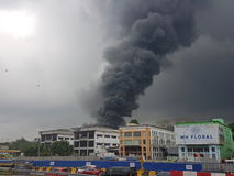 8 août 2017, Sungai Buloh Selangor, Malaisie Le feu au secteur d'usine Image libre de droits