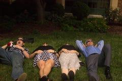 21 août 2017 Un groupe observant toute l'éclipse solaire dans Lincoln, Nébraska le 21 août 2017 Photo stock