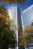 AON-Kontrollturm und Herbstfarbe Lizenzfreies Stockfoto