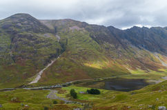 Aonach Eagach ridge above Loch Achtriochtan in Glencoe, Scotland Royalty Free Stock Photos